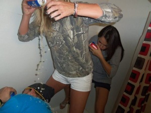 Girls-Spill-Beer-Party-Fail